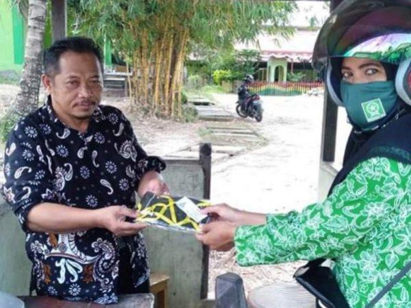 Peduli Corona, Ansor dan Fatayat NU Landak Kalbar Bagikan Masker